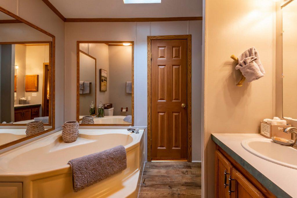 Main level bath Appalachian Cabin Rental Indiana